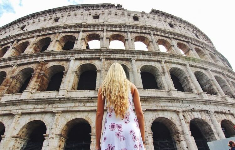 couples coordinates rome guide alex outside the colosseum in rome italy