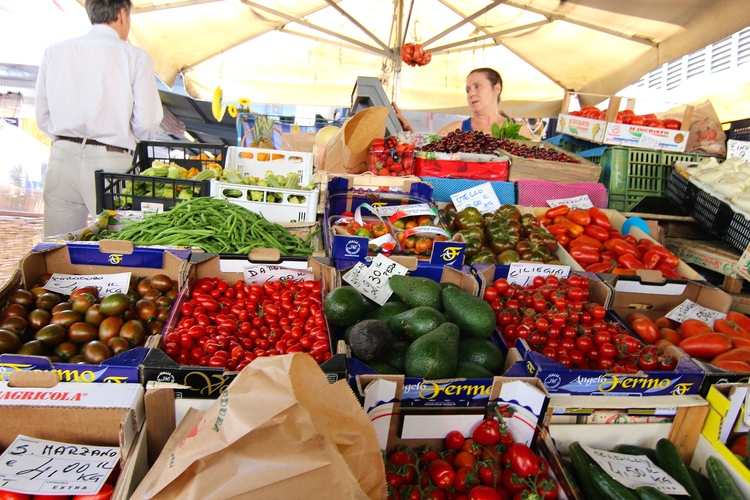 couples coordinates where to find the best vegan food in florence sant'ambrogio market