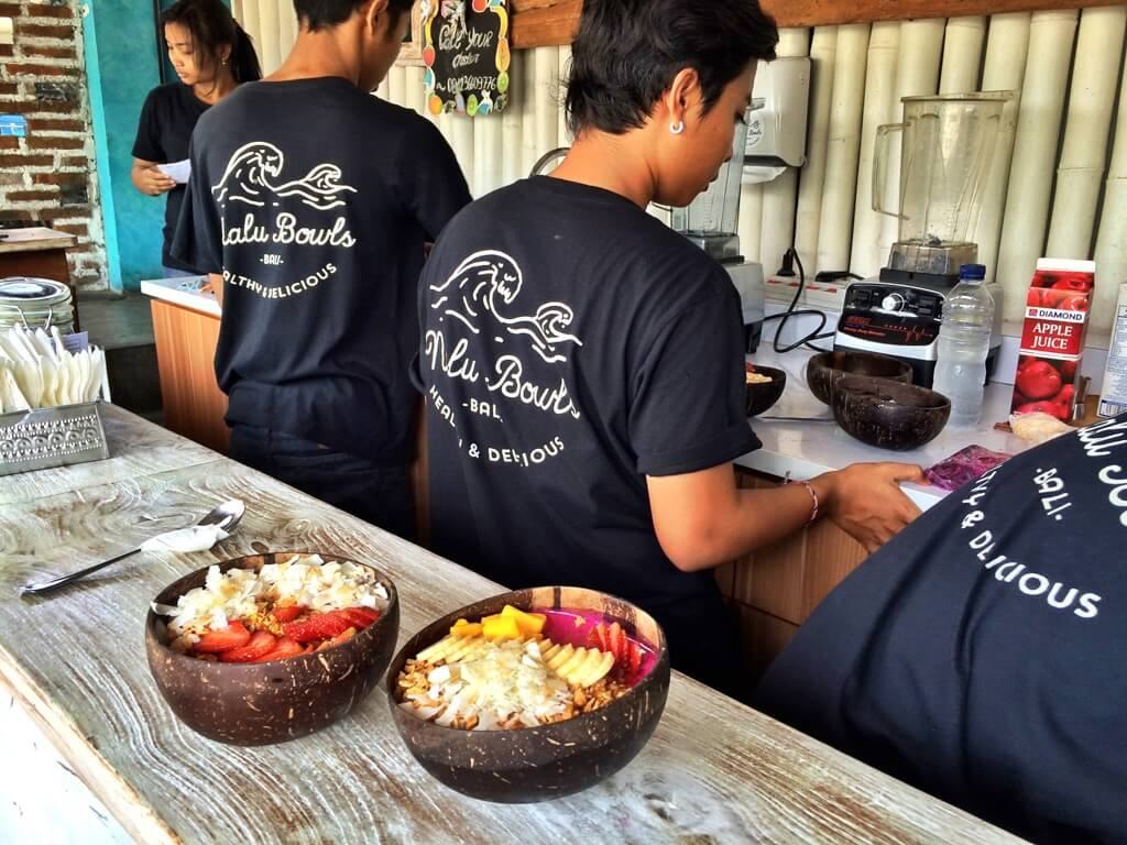 couples coordinates where to find the best vegan food in bali nalu bowls