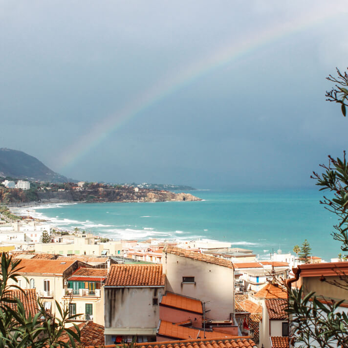 couples_coordinates_cefalu_weekend_travel_guide_rainbow_il_castello