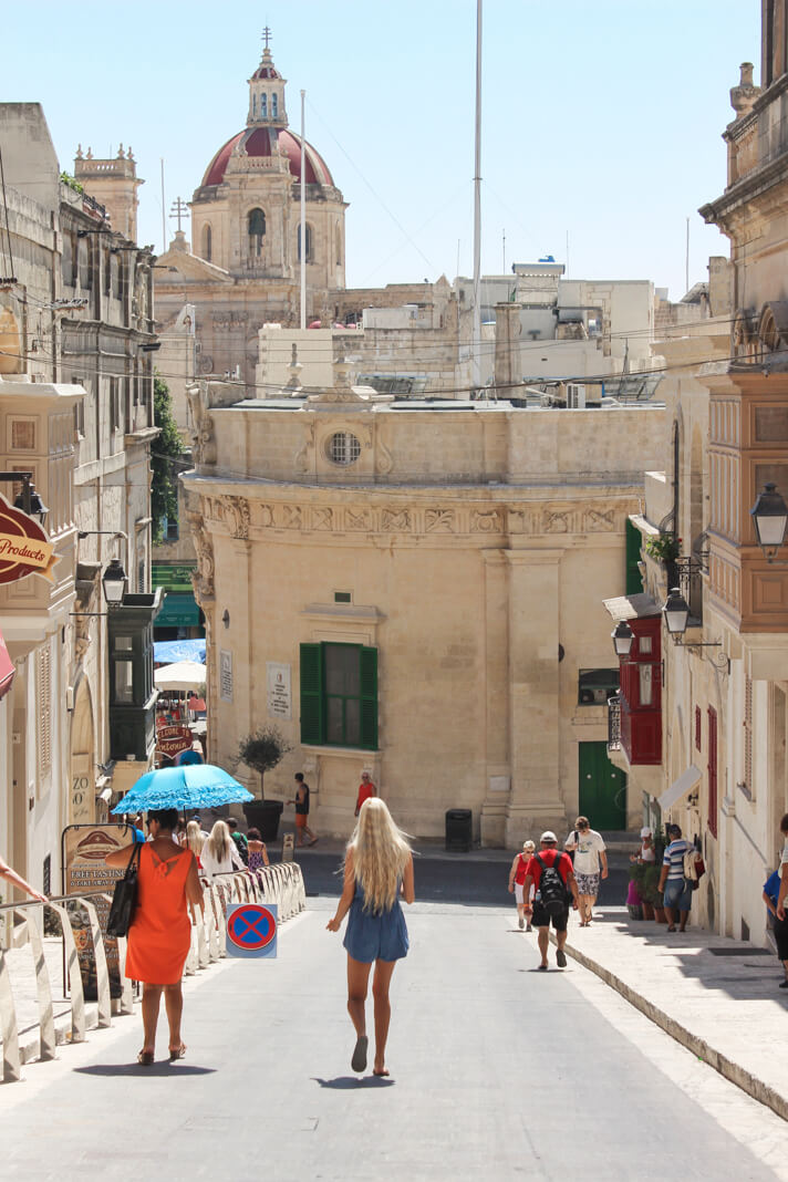 couples_coordinates_malta_travel_guide_victoria_citadel
