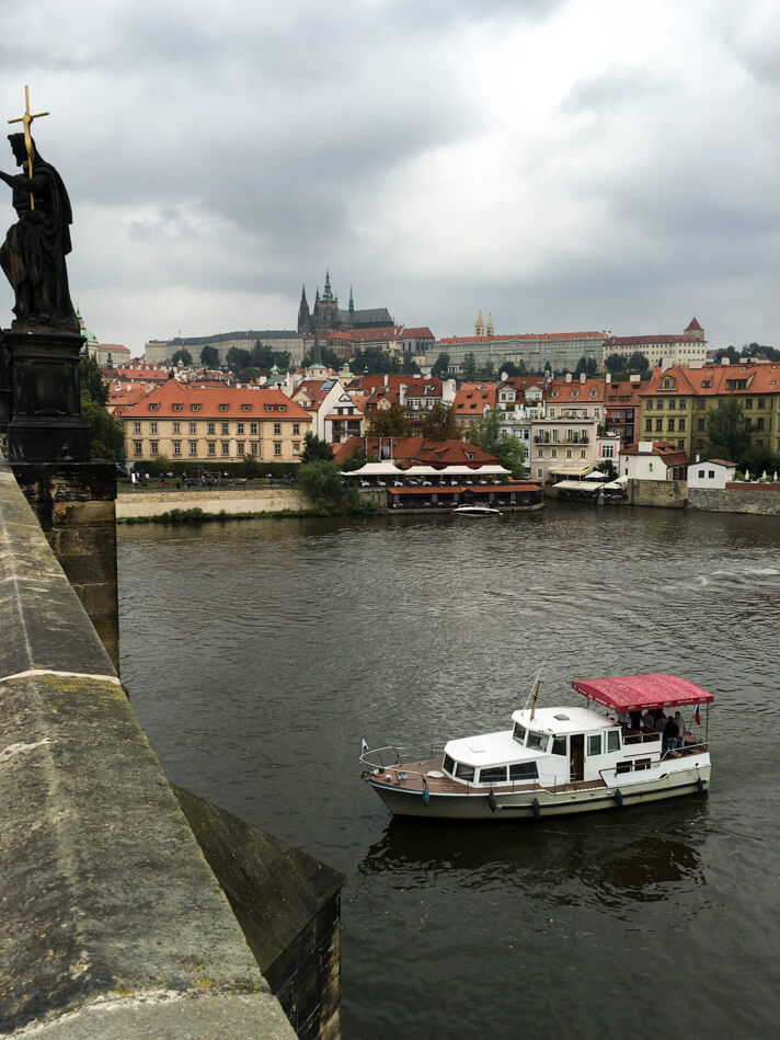 prague_travel_guide_couples_coordinates_10