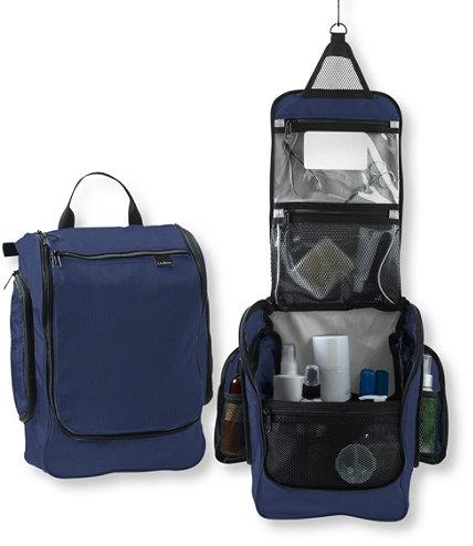 couples_coordinates_travel_essentials_hanging_toiletry_bag