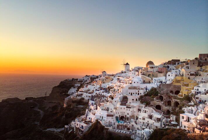 how_to_travel_for_free_oia_santorini_greece
