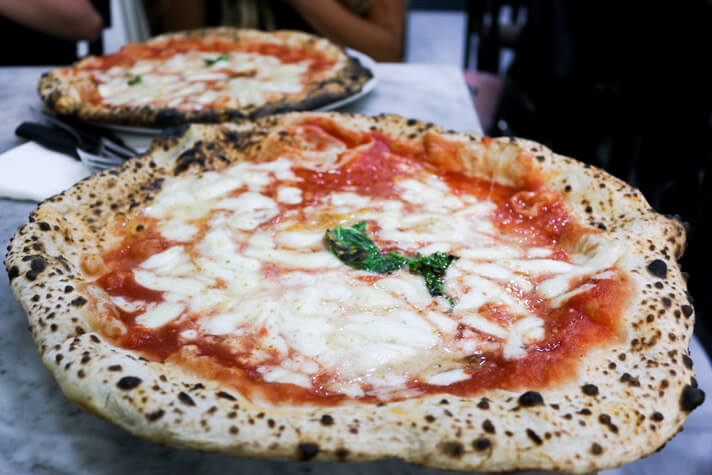 couples_coordinates_the_best_pizza_in_naples