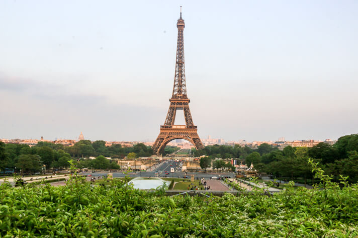 couples_coordiantes_cheap_paris_guide_how_to_have_an_affordable_luxury_experience_in_paris