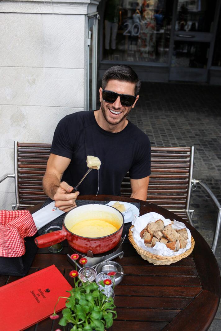 couples_coordinates_zurich_travel_guide_fondue_zunfthaus_zur_zimmerleuten