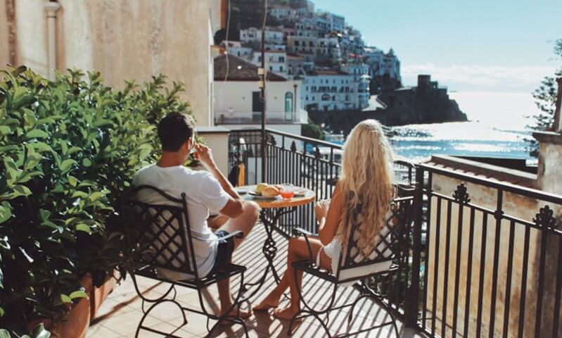 couples coordinates amalfi coast vs cinque terre amalfi breakfast