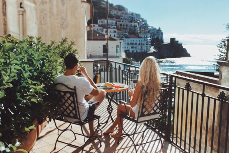couples coordinates amalfi coast vs cinque terre amalfi breakfast
