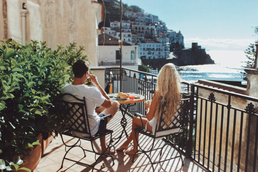couples coordinates amalfi italy how to take amazing travel photos as a couple