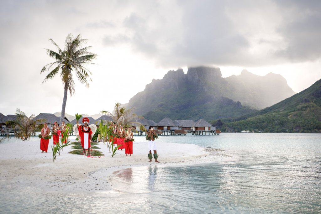couples coordinates four seasons bora bora review wedding on motu