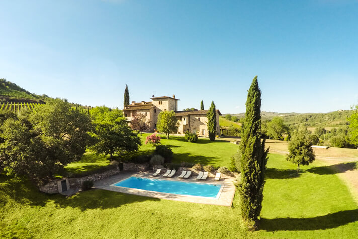 coordinates italy yoga retreat villa pool drone 2