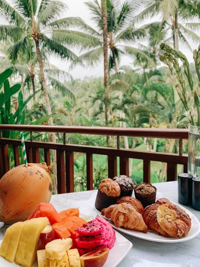 couples coordinates staying at four seasons bali four seasons sayan breakfast