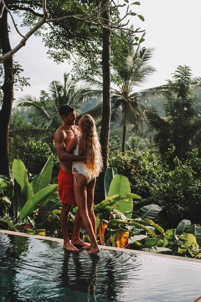 couples coordinates staying at four seasons bali four seasons sayan private villa pool