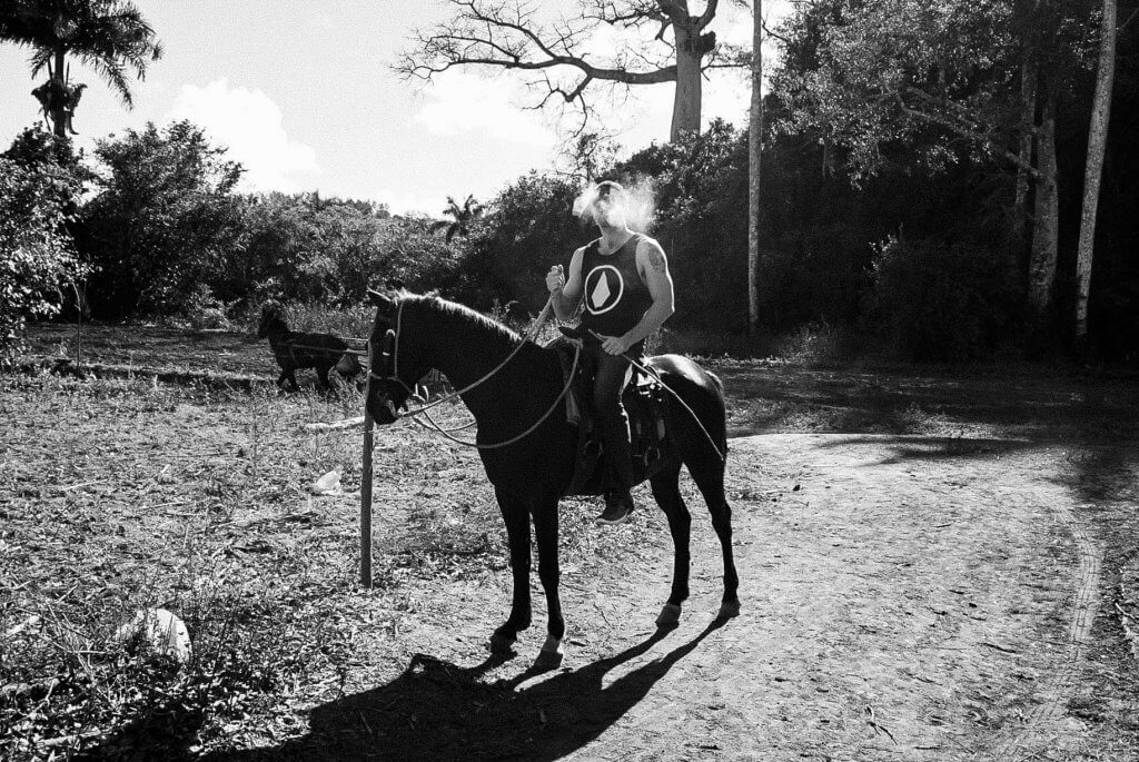 couples coordinates how to get to cuba in 2019 vinales horseback riding with cuban cigar