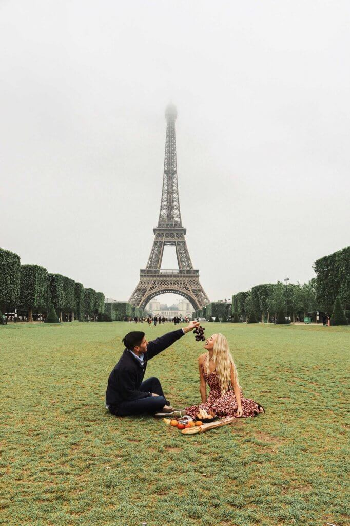couples coordinates best christmas destinations 2019 paris france eiffel tower picnic