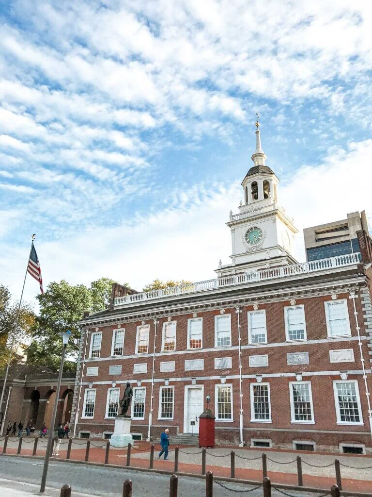 couples coordinates most walkable cities independence hall philadelphia pennsylvania